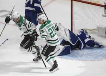 NHL、スターズが2勝目 スタンリー杯決勝第5戦 画像1