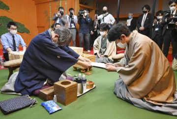 将棋、羽生が大台100期に挑む 竜王戦開幕、2年ぶりタイトル戦 画像1