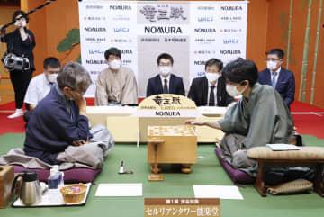 豊島、将棋竜王戦で先勝 羽生は100期に挑む 画像1
