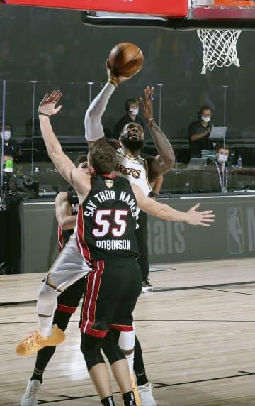 NBA、レーカーズ10季ぶりV 決勝第6戦、ヒートに快勝 画像1