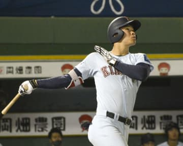 関西学生野球、近大と関学大勝つ 佐藤が通算本塁打記録更新 画像1