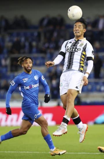 ゲンク伊東、先制アシストも退場 サッカー、ベルギー1部リーグ 画像1