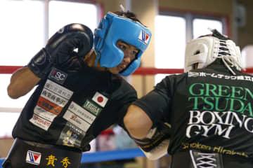 タノンサックが練習を公開 ボクシング、京口に挑戦 画像1