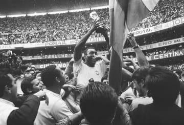 「王様」ペレ、80歳の誕生日 サッカーW杯を3度制覇 画像1