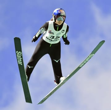 女子は高梨沙羅、男子は佐藤幸椰 スキー全日本ジャンプV 画像1