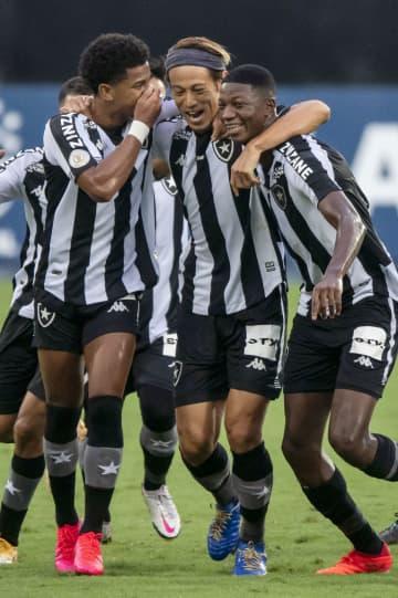 本田圭佑が2点目、PKで サッカーのブラジル全国選手権 画像1