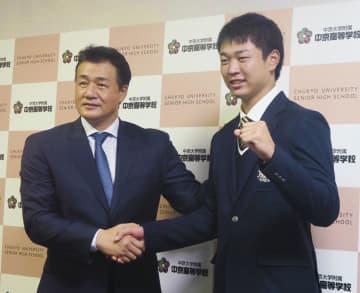 中日、与田監督が指名あいさつ 1位指名の高橋と初対面 画像1