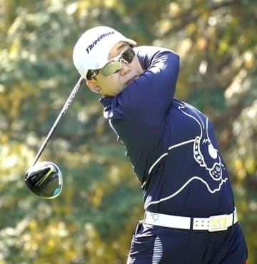 申ジエが首位、木村彩子1打差 女子ゴルフ第2日 画像1