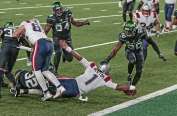 NFL、ニュートンが2TDラン ペイトリオッツ競り勝つ 画像1