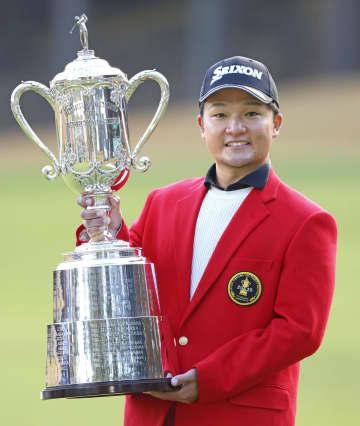 男子ゴルフ、香妻がツアー初優勝 3位から逆転 画像1