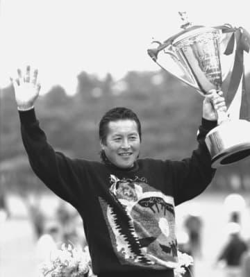 <あのころ>尾崎将司がプロ100勝 ゴルフブームの立役者 画像1
