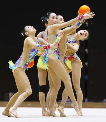 新体操の杉本、五輪初の金へ決意 団体代表が演技 画像1