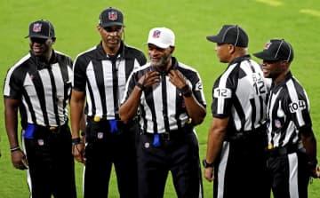 NFL史上初の黒人審判団で試合 ラムズ勝利、第11週 画像1