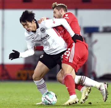 鎌田大地、2アシストの活躍 サッカー、ドイツ1部 画像1
