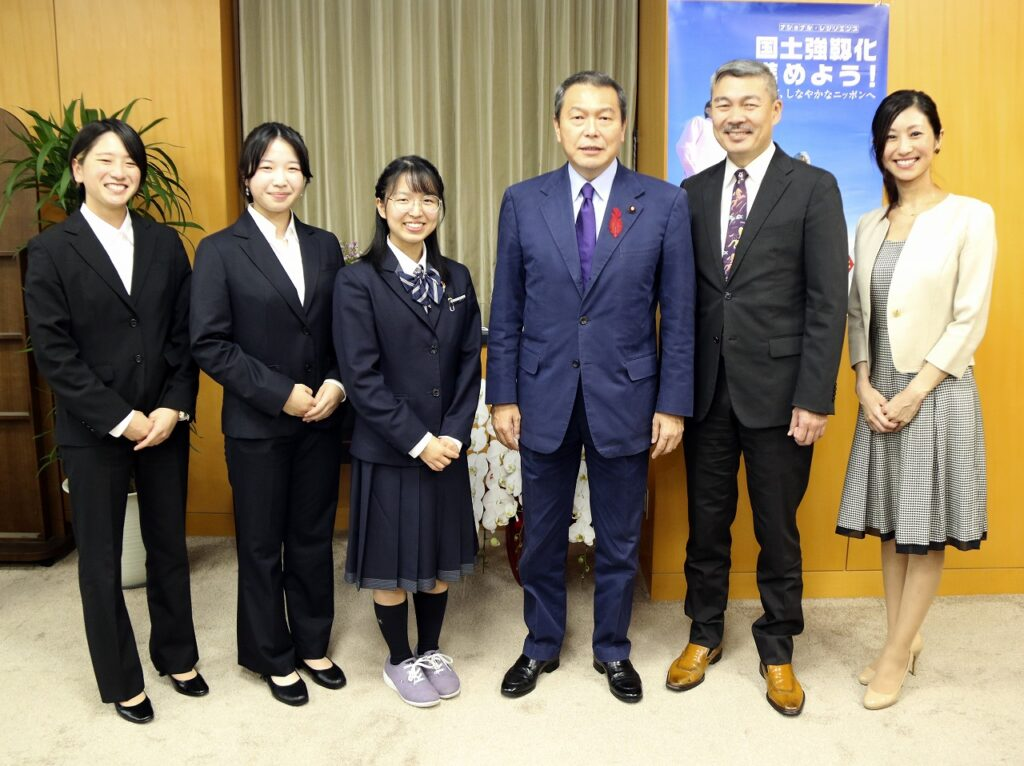「世界津波の日」座談会の参加者。