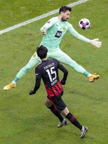 サッカー、鎌田、堂安がゴール ドイツ1部リーグ 画像1