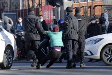 ネット金融損失で集団抗議、北京 警察出動、利用者ら数人連行 画像1