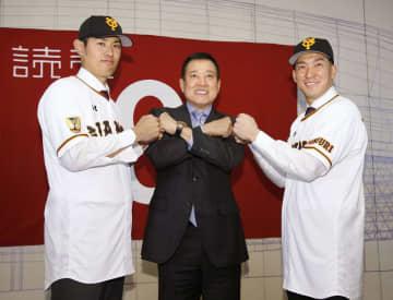 巨人の梶谷と井納、満面の笑み 東京ドームでそろって入団会見 画像1