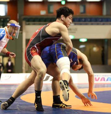 屋比久翔平が2連覇、園田新V7 レスリング全日本選手権 画像1