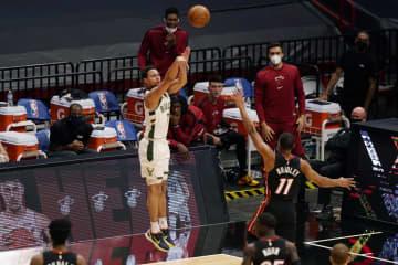 NBA、3点シュートで新記録 バックスが1試合で29本 画像1
