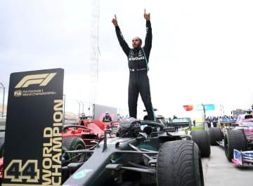 英、ハミルトンにナイト爵位 F1で7度の総合優勝 画像1