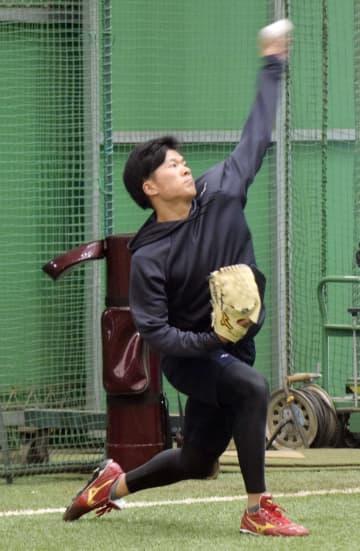 楽天1位、早川隆久投手が初投げ キャッチボール相手「びっくり」 画像1