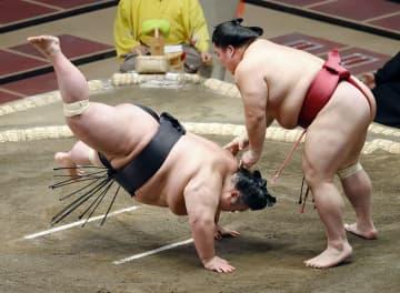貴景勝が2連敗、綱とり困難に かど番2大関、ともに白星 画像1