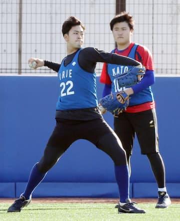 DeNA入江、監督の前で投球 変化球も交え「力入った」 画像1