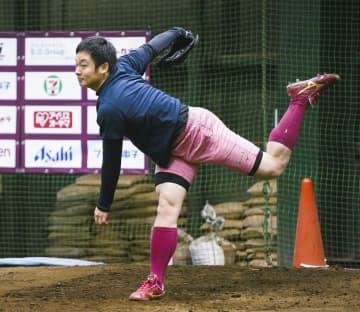 楽天の松井、高め速球で勝負 田中から助言、今季は抑えに 画像1