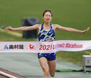 一山麻緒が優勝、前田穂南は2位 大阪国際女子マラソン 画像1