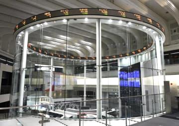 東証続伸、271円高 前日の米株高が追い風 画像1