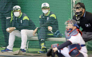 古田臨時コーチが熱血指導 捕手陣の意識改革求め、ヤクルト 画像1