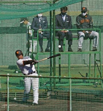 巨人・岡本和、東京五輪へ意欲 日本代表監督の前で快音連発 画像1