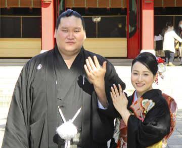 関脇照ノ富士が同郷の夫人と挙式 大関復帰へ決意新たに 画像1