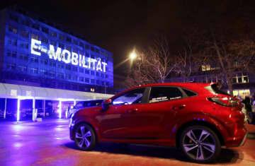 欧州でガソリン車の販売終了へ 米フォード、環境規制強化に対応 画像1