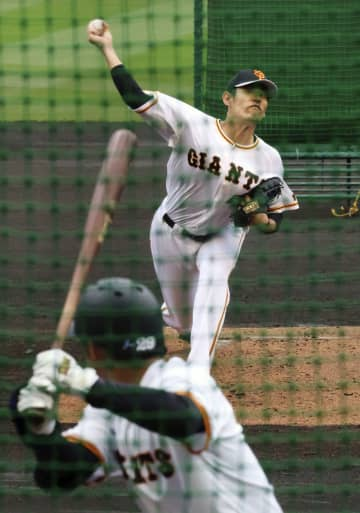 巨人の井納、打者相手に投球 「ボール球が多かった」 画像1