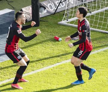 鎌田大地が1得点1アシスト 勝利に貢献、ドイツ1部リーグ 画像1