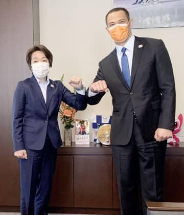 組織委の橋本会長「経験生かす」 スポーツ庁室伏長官と会談 画像1