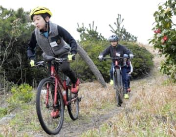 発祥の地でトライアスロン教室 鳥取・米子、小学生が歓声 画像1