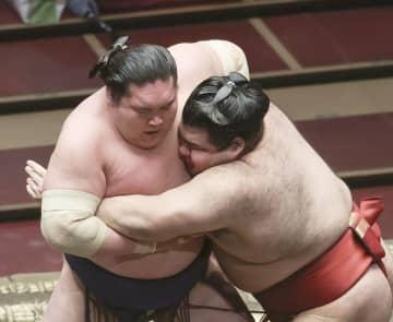 小結高安が単独首位 照ノ富士を撃破、朝乃山3敗目 画像1