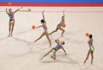 新体操W杯、団体2種目で銀 ボールとフープ・クラブ 画像1