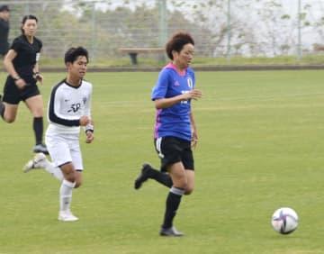 なでしこ、男子大学生と練習試合 浜田が2ゴール、塩越も決める 画像1