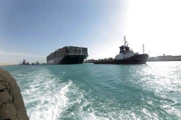 スエズ座礁損失110億円以上も 英ロイズ保険だけで 画像1