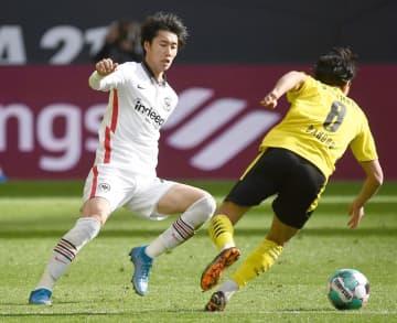 鎌田が途中出場、堂安フル出場 サッカー、ドイツ1部 画像1
