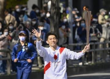 体操・田中和仁さんが聖火リレー 和歌山2日目 画像1