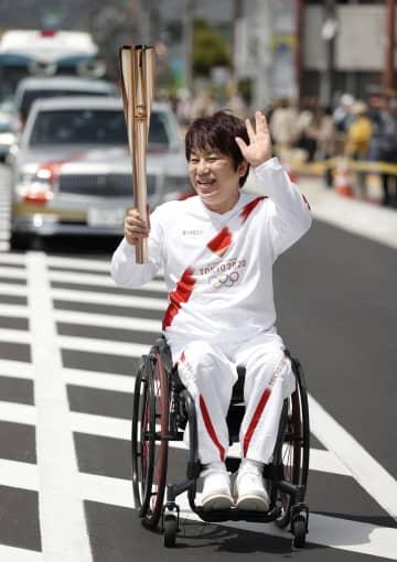 聖火、吉野を経て平城京の地へ パラ元日本代表ら走る 画像1