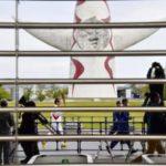 大阪で異例の聖火リレー コロナ患者急増で公道中止 画像1