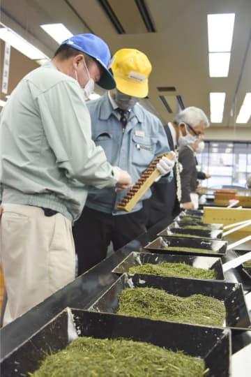 手もみ茶、最高値108万円 静岡、新茶取引始まる 画像1