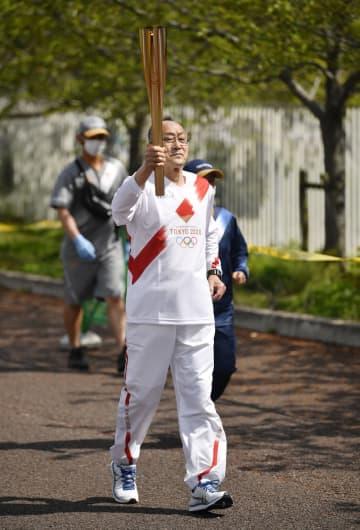 64年東京五輪経て再び参加 大阪聖火リレー、71歳男性 画像1