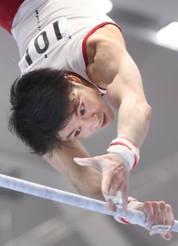 体操、18歳北園丈琉が首位 個人枠の内村航平は鉄棒トップ 画像1